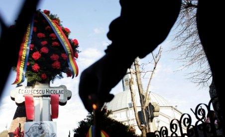 Imagini de arhivă cu înmormântarea soţilor Ceuşescu: Au fost îngropaţi la Cimitirul Ghencea? (VIDEO)