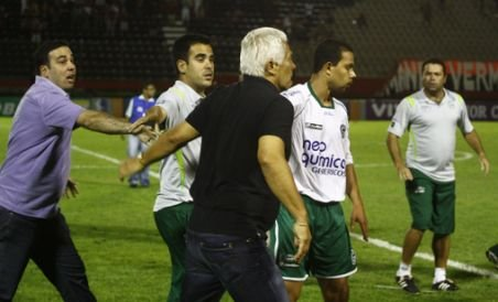 Antrenorul şi trei jucători de la Goias au bătut un jurnalist brazilian (VIDEO)