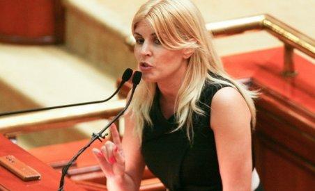 Elena Udrea: La 1 septembrie încep remanierile. Cine nu se supune, pleacă! (VIDEO)