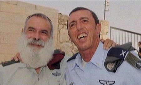 Trupurile militarilor israelieni morţi în accidentul de luni, identificate de un rabin controversat în Israel