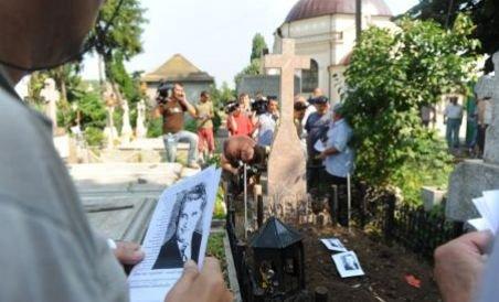 Fotografii surprinse la deshumarea soţilor Ceauşescu