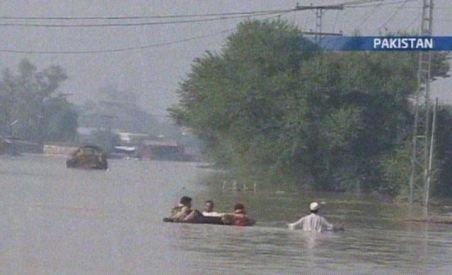 Asia, grav afectată de inundaţii. 430 de oameni au murit în Pakistan şi 900 în China (VIDEO)