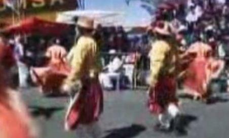 Paradă de costume şi dansuri populare, în capitala Boliviei (VIDEO)