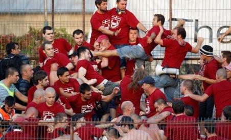 Scandal la Dinamo - Rapid: Şase suporteri au fost reţinuţi (VIDEO)