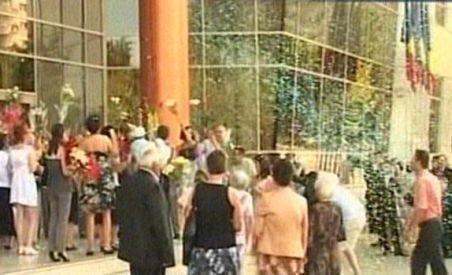 Record de căsătorii în sectorul 2: 220 de cupluri au spus ?Da? (VIDEO)