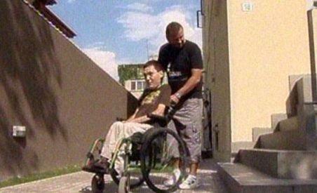 Guvernul vrea să trimită persoanele cu handicap la muncă (VIDEO)