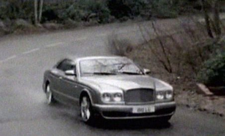 Bentley recheamă sute de maşini din cauza emblemei de pe capotă (VIDEO)