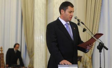 Traian Igaş a depus jurământul pentru şefia MAI. Băsescu: Deja ţi-ai uitat şeful? (VIDEO)