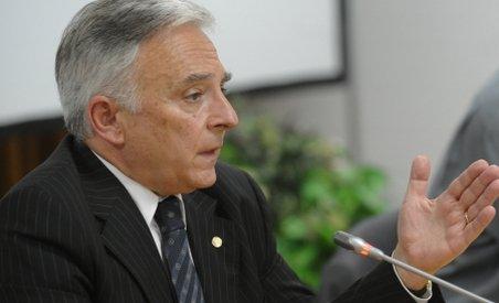 Isărescu: Munca este descurajată prin împovărarea firmelor şi angajaţilor cu impozite enorme (VIDEO)