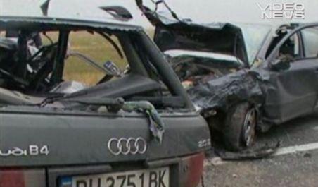 Grav accident lângă Râmnicu Sărat. Trei oameni au murit iar alţi doi au ajuns la spital