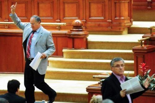 PDL încearcă să repare greşeala din Parlament: Unii deputaţi cred că Toader trebuie să demisioneze