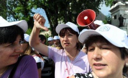 Protestele continuă în ţară: Sindicaliştii pichetează sediile PDL
