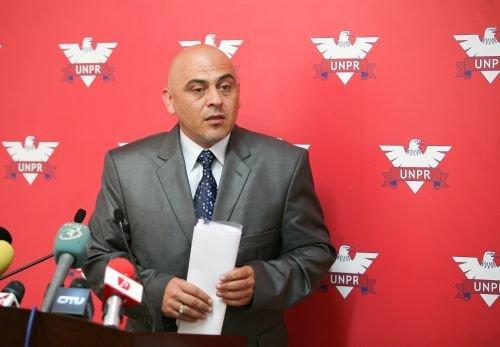 Vicepreşedintele UNPR, Liviu Câmpanu, demisionează din partid şi votează moţiunea Opoziţiei