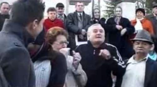 Preot ortodox, dat afară din cauza unor poze postate pe Facebook