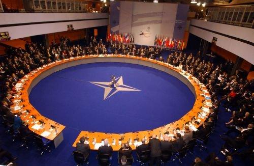 Traian Băsescu participă la summitul NATO de la Lisabona. Evenimentul se anunţă unul cu proteste