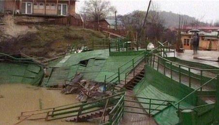 Prahova. O alunecare de teren ameninţă şapte case şi un cabinet medical