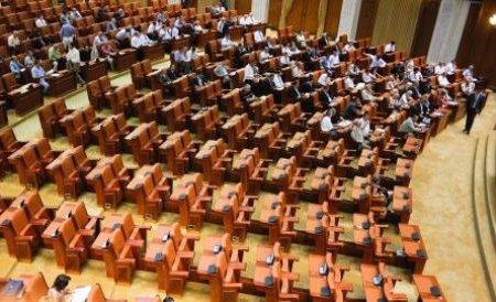 Parlamentarii Opoziţiei, absenţi de la citirea propriei moţiuni. Şedinţa a fost suspendată din lipsă de cvorum