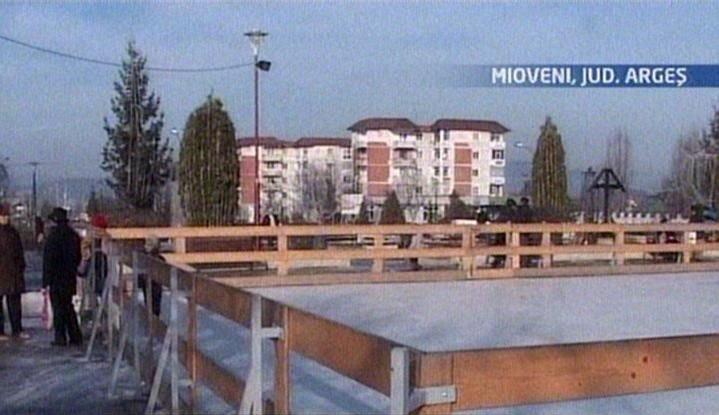 Reclamaţie inedită la Mioveni: Patinoarul alunecă prea tare!
