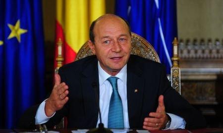 Mesajul preşedintelui Băsescu de Anul Nou : A fost un an greu. Românii să aibă încredere în puterile lor