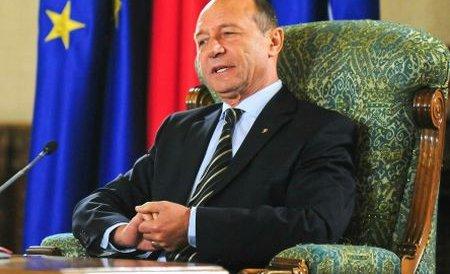 Băsescu: Sunt 1.270.000 de funcţionari, în 2-3 ani trebuie să fie 900.000. România a trecut de cel mai greu an