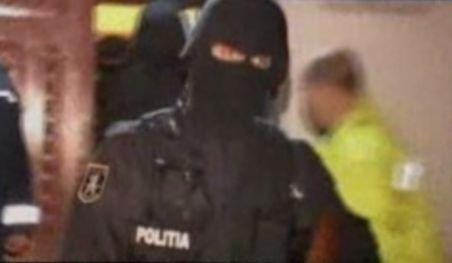 Două familii de romi s-au bătut chiar în sediul poliţiei, la Titu