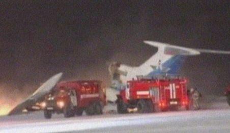 Rusia. Trei oameni au murit după ce un avion de pasageri a luat foc