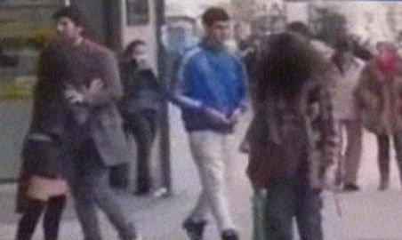 Spania. Doi studenţi au simulat o ceartă în centrul unui oraş pentru a testa implicarea oamenilor