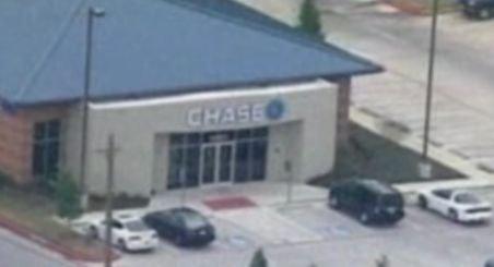 SUA. Şapte oameni au fost ţinuţi ostatici într-o bancă de doi bărbaţi mascaţi