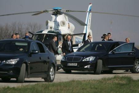 Băsescu a fentat aglomeraţia de pe DN1. A plecat de la munte cu elicopterul