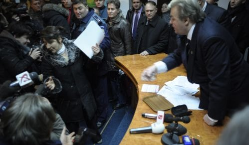"""Evacuare cu scandal la sediul PRM. Vadim a aruncat cu apă în executorul judecătoresc: """"Taci dracu', vită încălţată!"""""""
