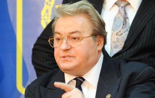 Vadim Tudor refuză să părăsească sediul PRM: Cine mă dă afară? Poliţia privatizată de Băsescu?