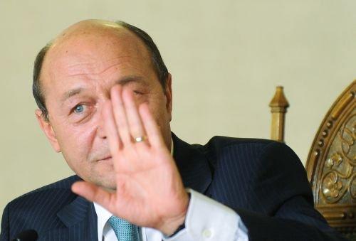 Băsescu cere amânarea alegerii conducerii CSM: Nu puteţi călca în picioare Curtea Constituţională