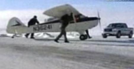 SUA. Un avion de mici dimensiuni a aterizat pe autostradă din cauza unor probleme tehnice