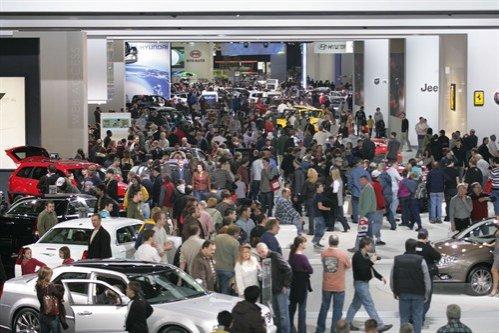 Primul salon auto din 2011, la Detroit: Constructorii mizează din nou pe modele electrice