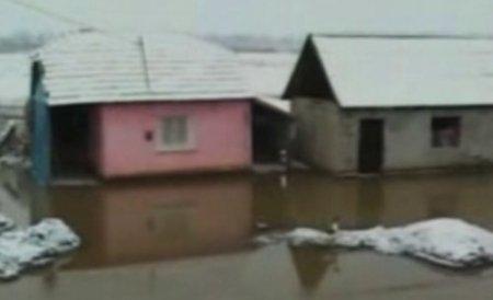 Râul Bistriţa a inundat zeci de gospodării, în urma topirii gheţurilor