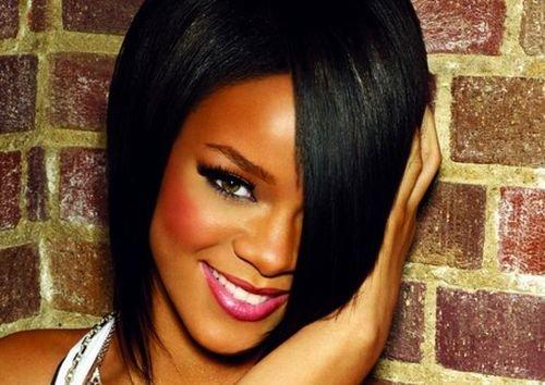 Rihanna egalează recordul lui Elvis: Cinci single-uri pe locul întâi, timp de cinci ani consecutivi