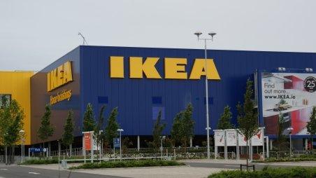 """Ikea despăgubeşte patru cliente rome, pe care le-a supravegheat în mod """"discriminatoriu"""""""