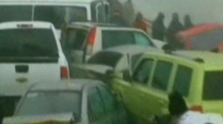 Carambol incredibil în Mexic. Peste 50 de maşini s-au ciocnit în lanţ pe o autostradă