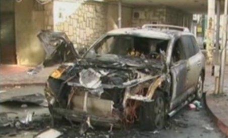 Piatra Neamţ. Maşina unui interlop, apropiat de clanul Măraru, a fost distrusă într-un incendiu