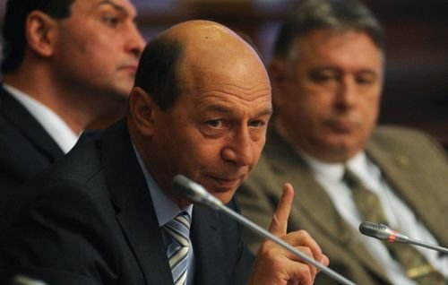 Băsescu: Vom începe să fim ceva mai duri în problema romilor