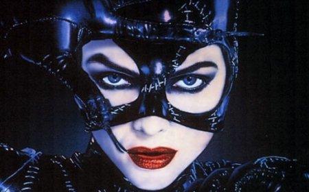 "Anne Hathaway va interpreta rolul Catwoman în noul film din seria ""Batman"""