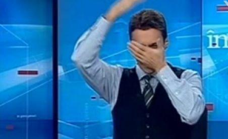 Mircea Badea îşi pocneşte nasul şi ridică din pectorali, imitându-l pe Dinu Patriciu