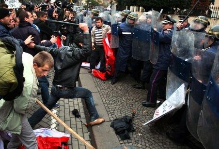 Albania. Trei morţi şi aproape 40 de răniţi, în urma manifestaţiilor împotriva guvernului