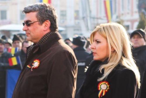 Baconschi şi Udrea, huiduiţi la Iaşi. Ministrul de Externe: Nu prin manipulare vom depăşi criza