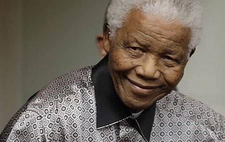 Nelson Mandela a fost internat în spital