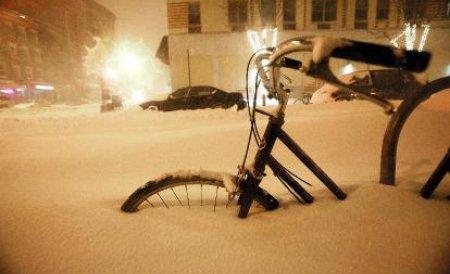 O furtună de zăpadă devastatoare ar putea cuprinde, marţi, o treime din teritoriul SUA