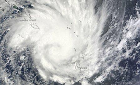 Ciclonul Yasi face ravagii în Australia: Sute de mii de oameni au fost evacuaţi