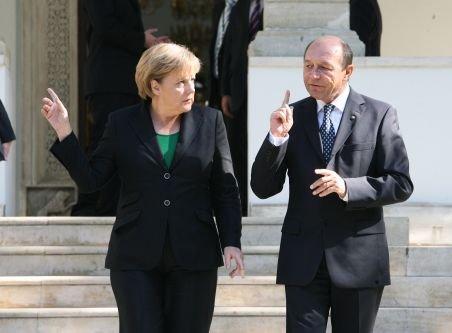 Băsescu şi Merkel, posibile discuţii pe tema Schengen, la summitul european de la Bruxelles