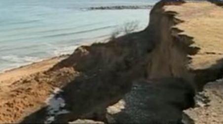 S-au surpat 60 de metri pătraţi din faleza Eforie Sud. Autorităţile au închis zona