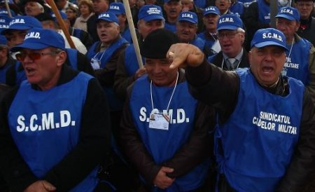 Aproape 2.000 de militari în rezervă protestează în Bucureşti
